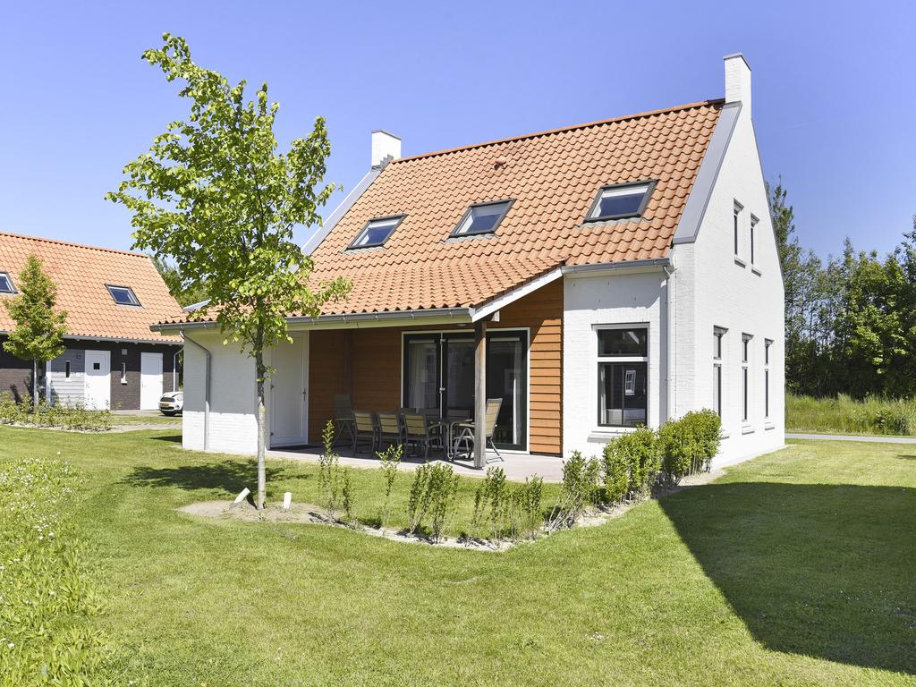 Luxus 8 Personen Unterkunft im Ferienpark Landal Strand Resort Nieuwvliet Bad